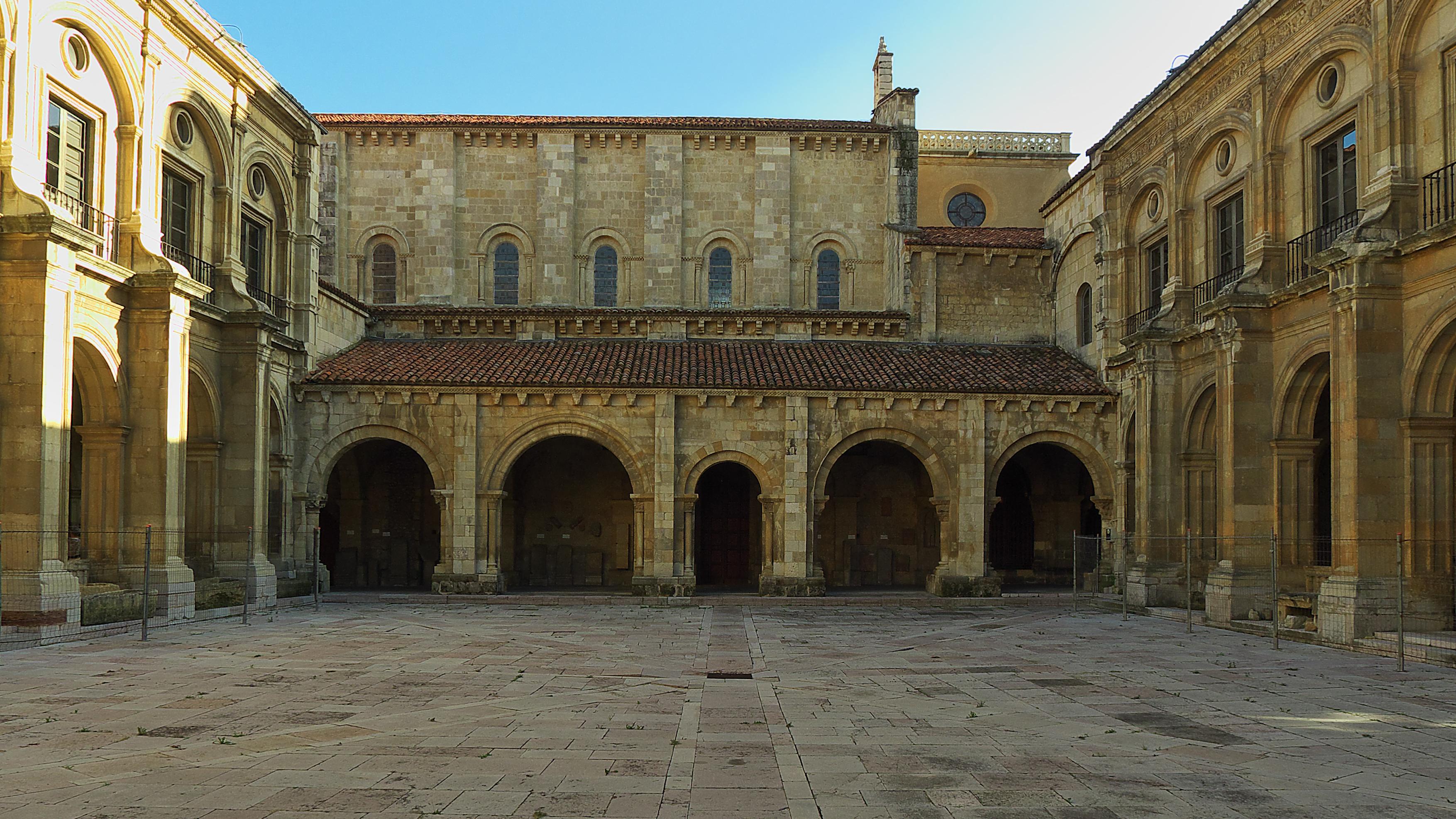 Claustro Basílica San Isidoro