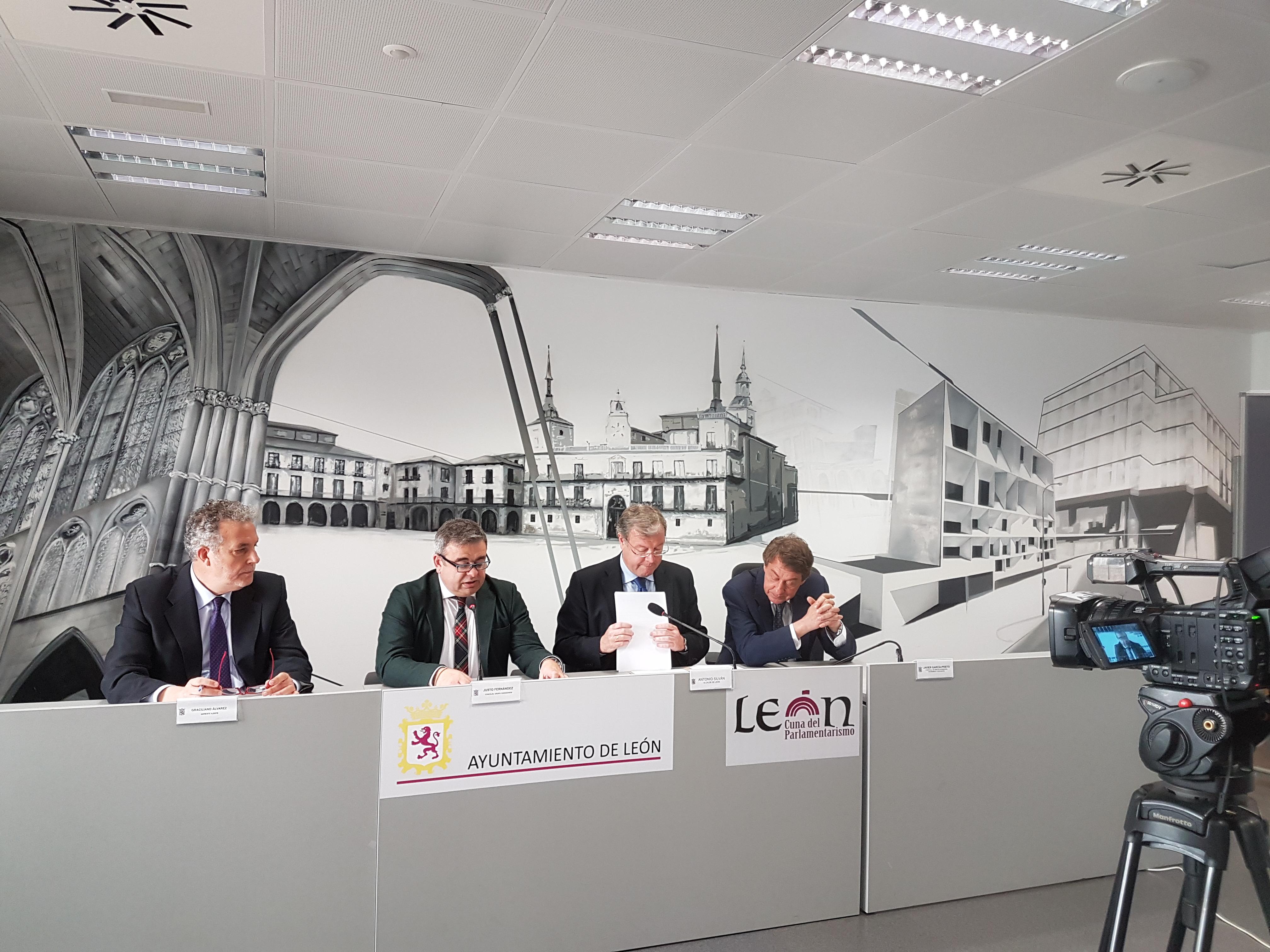 El concejal Justo Fernández en rueda de prensa sobre LeonUP